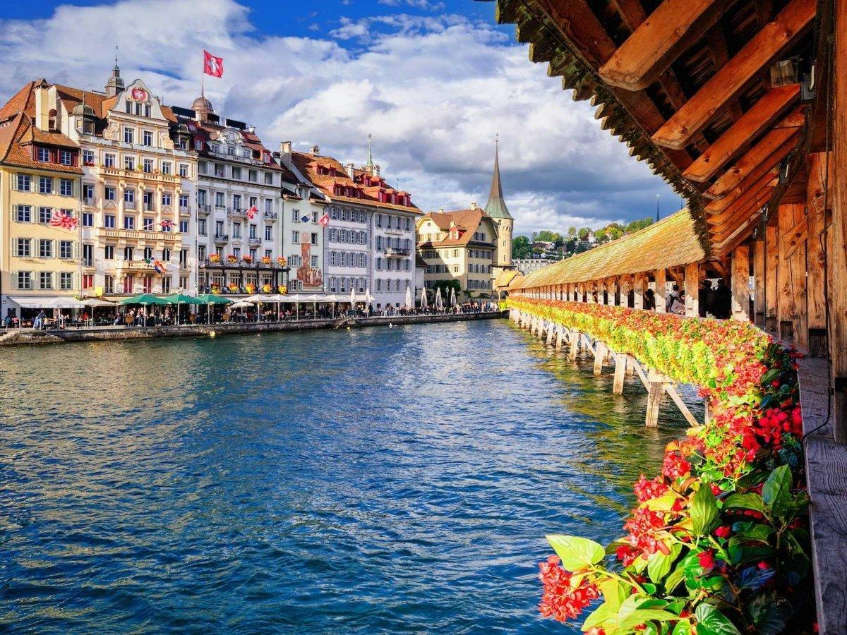 Пейзажи Швейцарии захватывают дух, страна маленькая, общественный транспорт чист и эффективен, еда в
