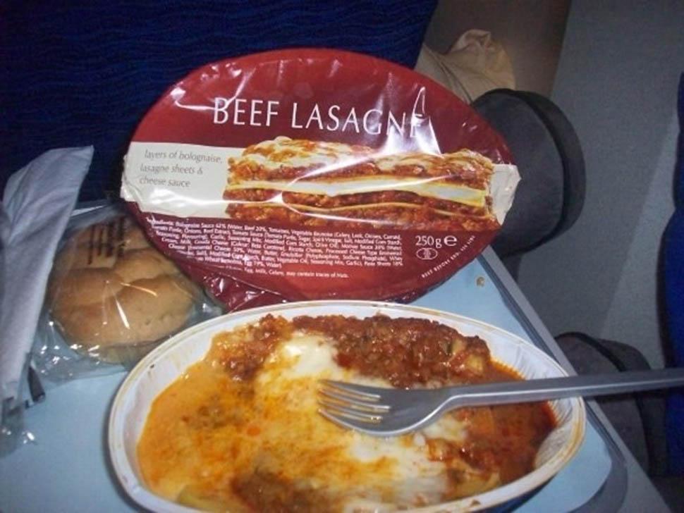 Еда в самолете в реальной жизни. Фото опубликовано Adiel Lapis (@angelicaadiel) Июн 22 2016 в 5:47 P