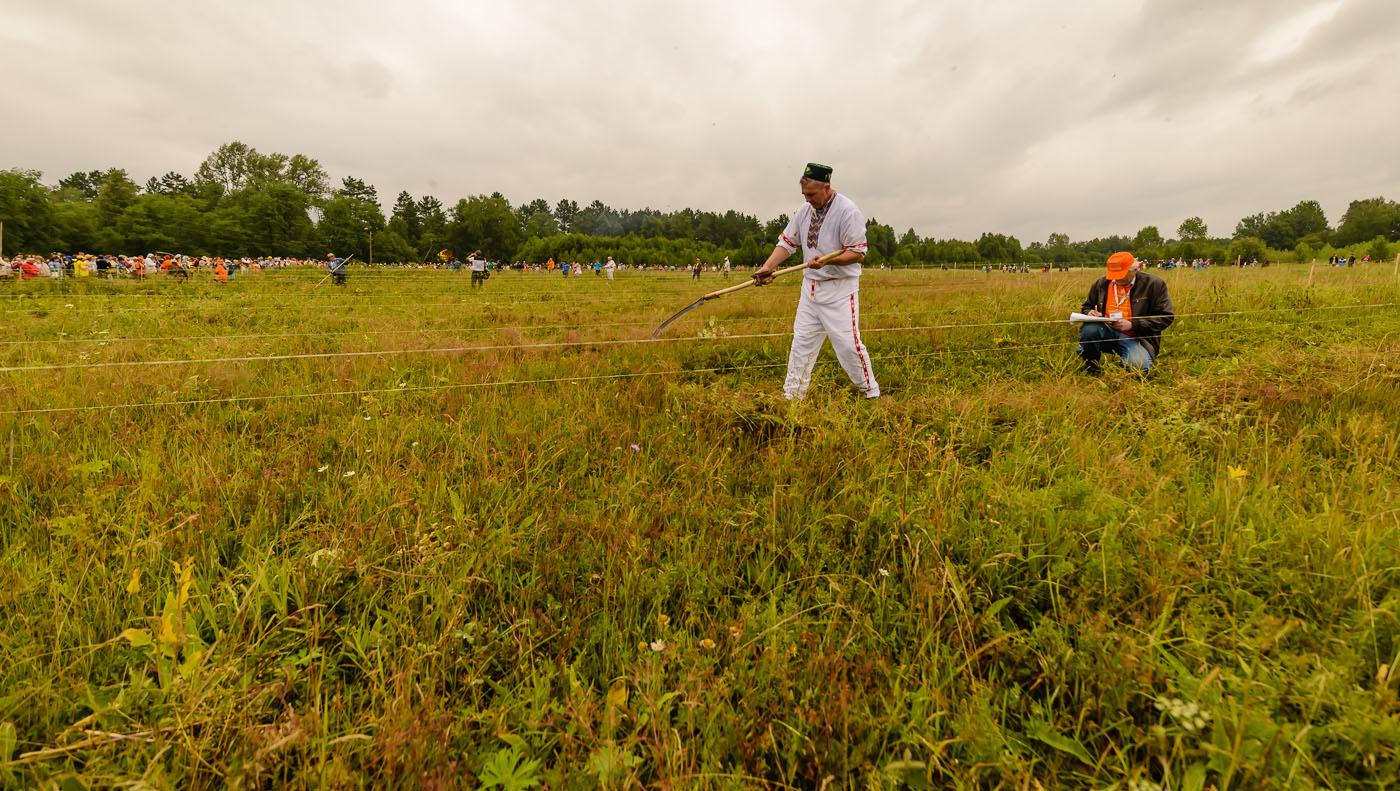 Фото 22. Башкирский косарь на турнире в Артях. Фотоаппарат Nikon D610, широкоугольный объектив Samyang 14mm f/2.8. Настройки, использованные при съемке: 1/2000, -2.0, 5.0, 320, 14.