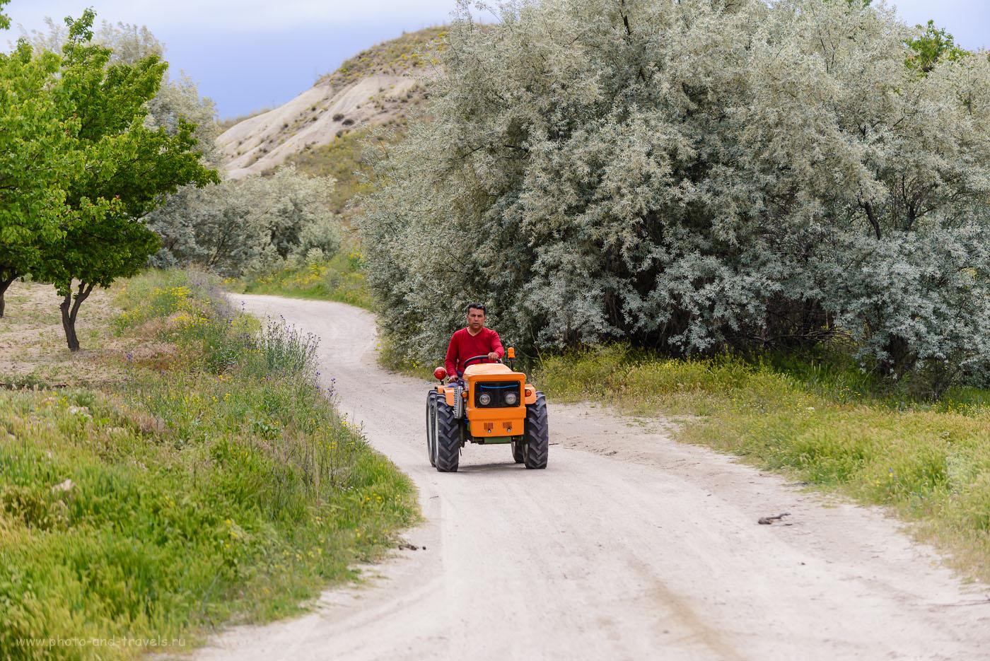 Фотография 23. Турецкий тракторист. Самостоятельная экскурсия по долинам Каппадокии. Отзывы туристов об отдыхе в Турции в мае. 1/640, +0.33, 4.8, 160, 122.