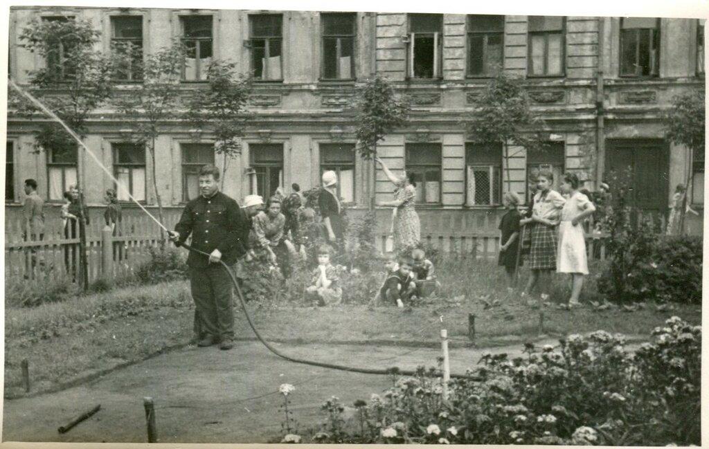 419122 Климентовский переулок, дом 9. Устройство сквера кон 50-х.jpg