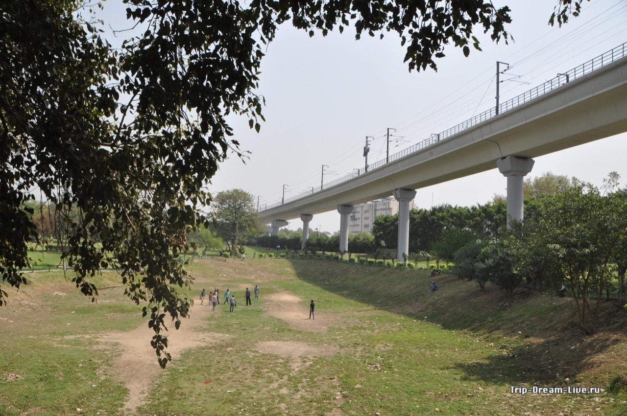 Станция Kalkaji Mandir
