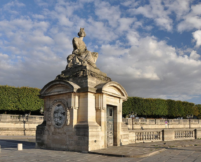 745px-Statue_of_Strasbourg_on_place_de_la_Concorde_005.jpg
