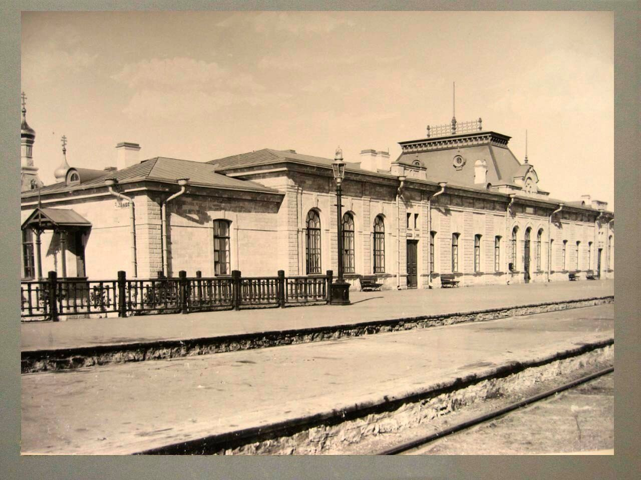24. Пассажирское здание на станции Челкар