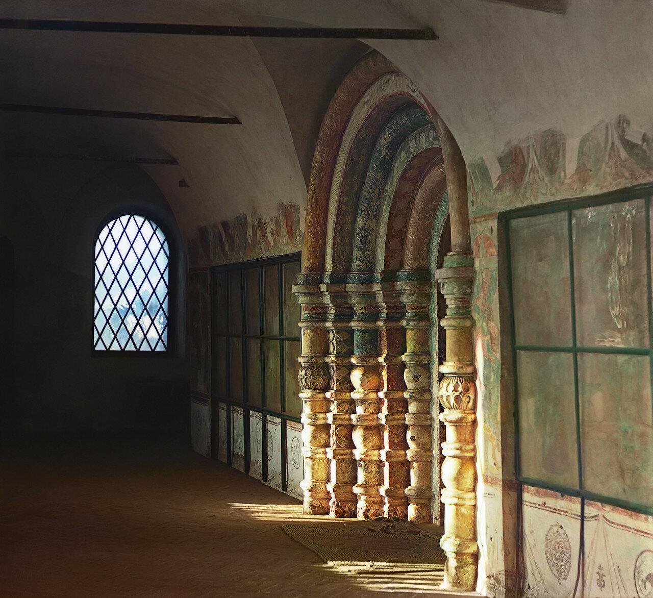 Церковь Иоанна Богослова. Дверь (портал)
