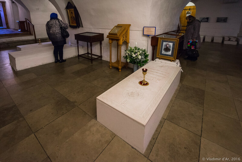 Надгробие Великого Князя Сергея Александровича в усыпальница бояр Романовых в Новоспасском монастыре