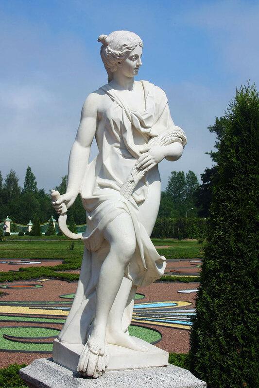 Ораниенбаум. Нижний сад  Меншиковского дворца. Скульптура