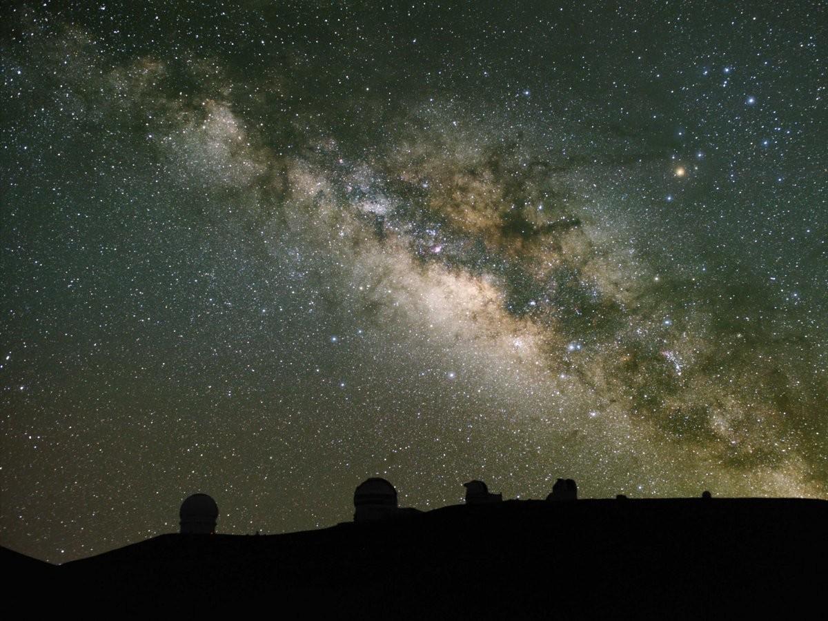 54. Поднимитесь на вершину Мауна-Кеа на Большом острове, Гавайи, и посмотрите, как восходят звезды.