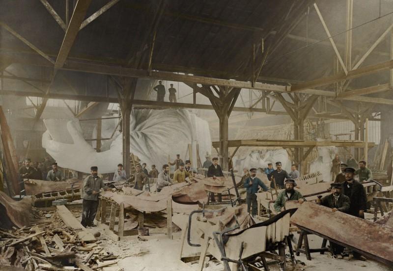 1882 год. Строительство статуи Свободы в мастерской французского скульптора Фредерика Огюста Бартоль