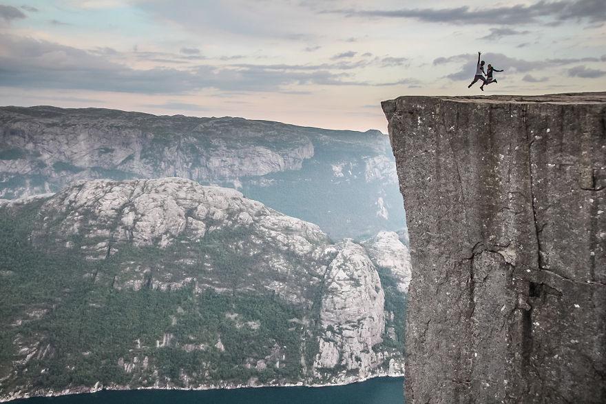 10 Поднимались на вершины огромных скал в Норвегии