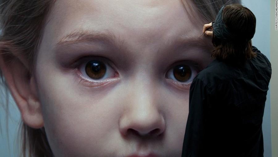 1. Австрийский художник Готфрид Хельнвайн специализируется на портретах детей, а также персонажей ма