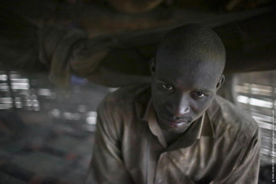 7. В среднем искатель золота зарабатывает до 150 долларов в месяц. Для Мали это дофига. Ну т.е. мног