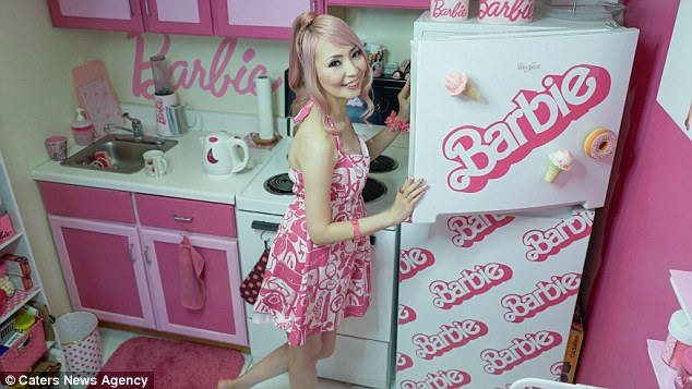 «Я самая большая поклонница Барби. Все думают, что я сошла с ума, но мне все равно. Все, что у меня