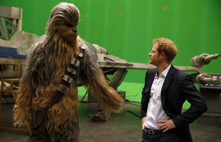 Английские  принцы побывали насъёмках Star Wars иподрались насветовых мечах