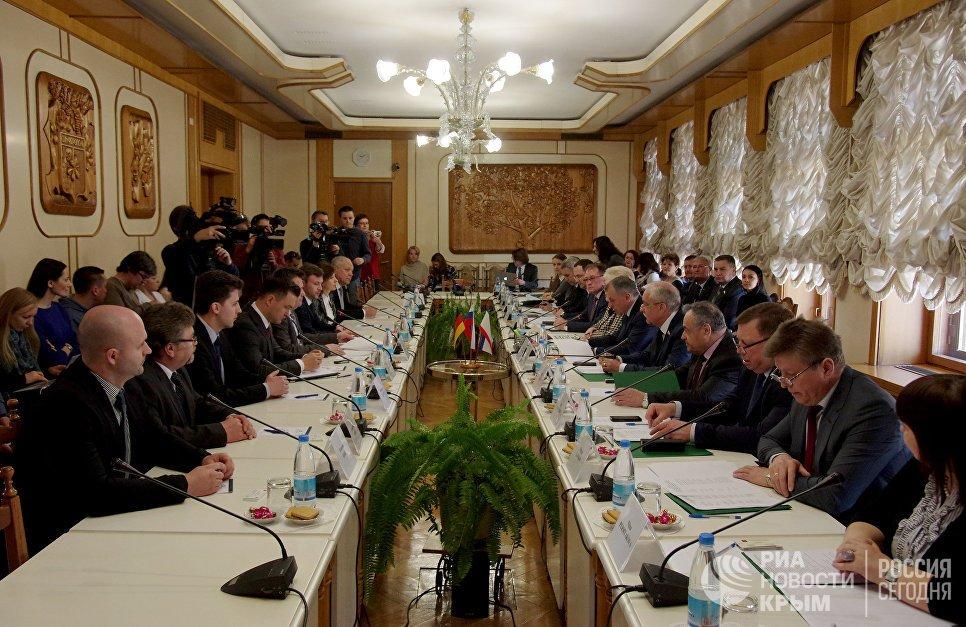 Немецкая делегация вКрыму небоится санкций Украинского государства