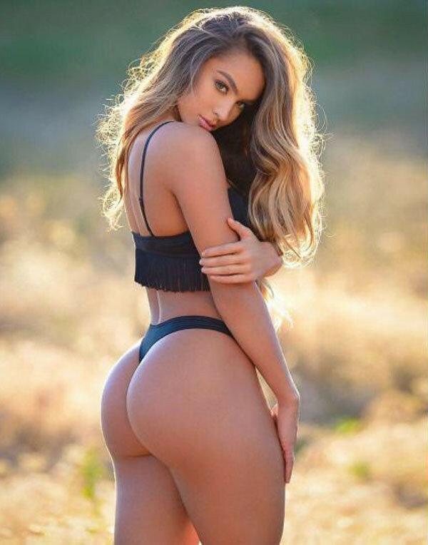 Amateur blonde ria shows her ass