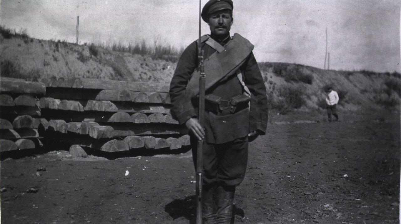Русский солдат (вид спереди)