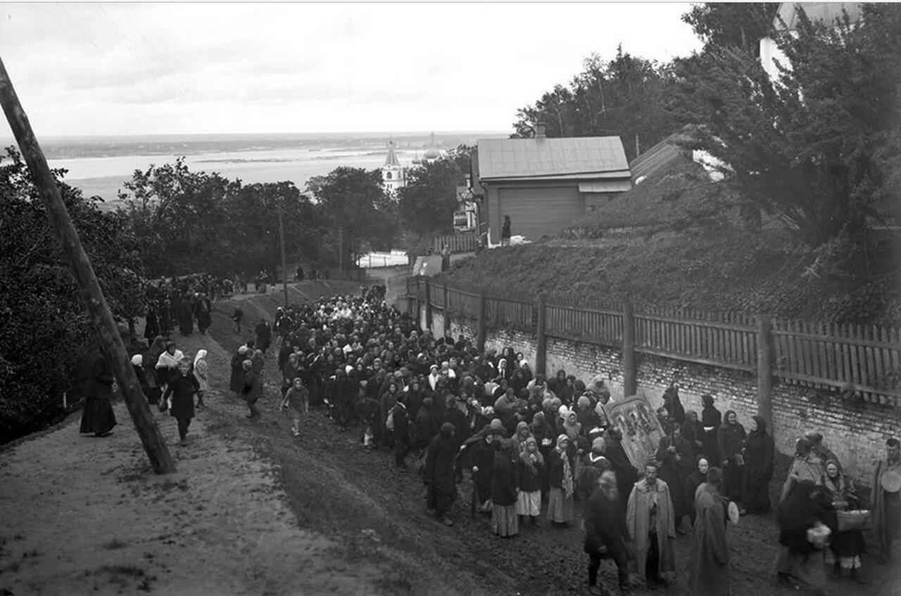 Крестный ход от Печерского монастыря