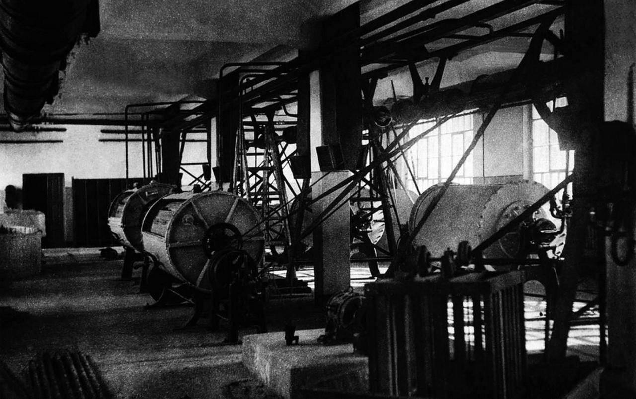 Челябинск. Прачечная. Внутренний вид механического стирального зала. 1935