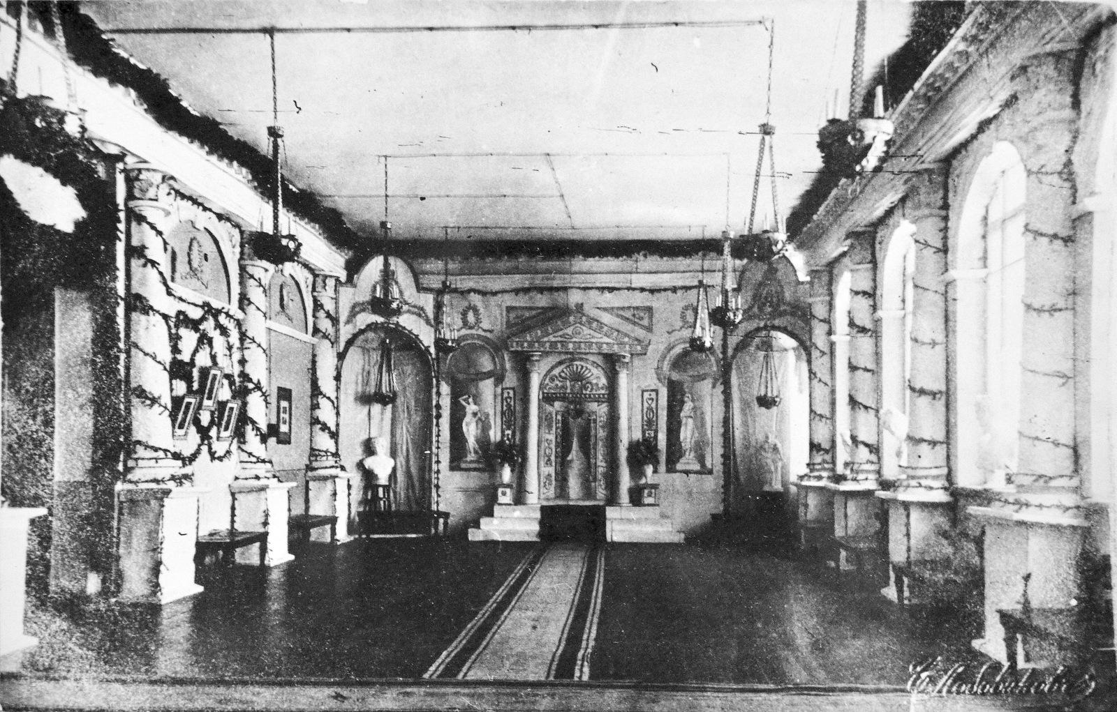 Вестибюль кинотеатра Колизей