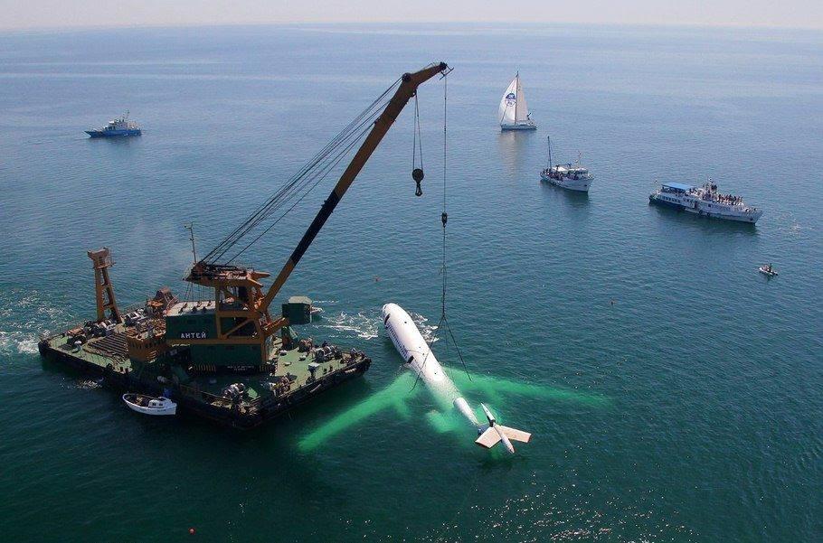 Болгарский Ту-154 опускают на глубину 22 метра в Черном море, чтобы сделать аттракцион для дайверов Затонувший самолет..jpg