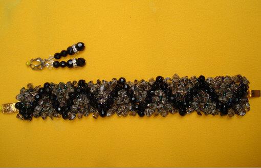 Часть 1. Часть 2. браслеты на бисерной сеточке. сеточки из бисера расшиты полудрагоценными камнями-жемчуг,хрусталь...