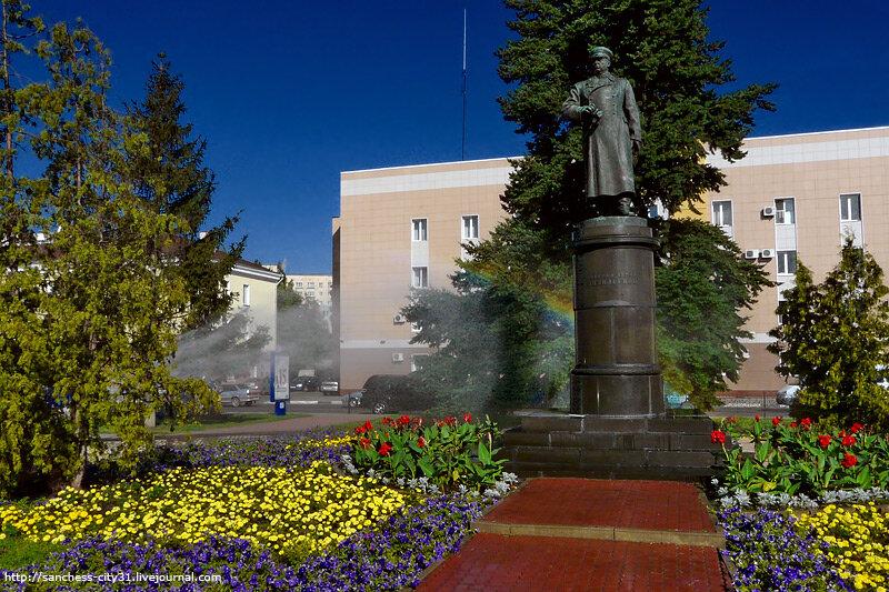 Памятник генералу И.Р. Апанасенко. Белгород, Вокзальная площадь. Фото Sanchess