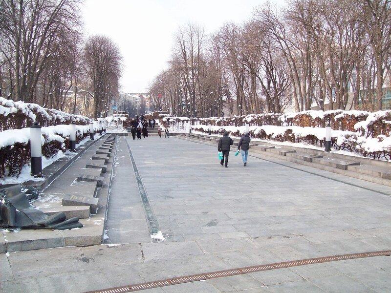 Главная аллея парка Славы