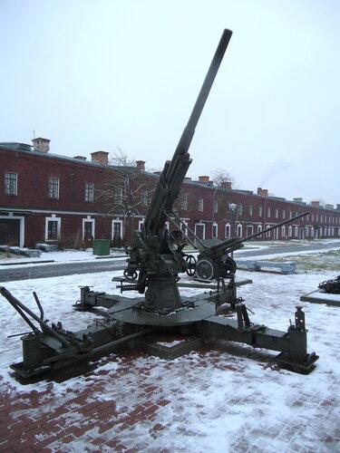Брестская крепость. Зенитное орудие