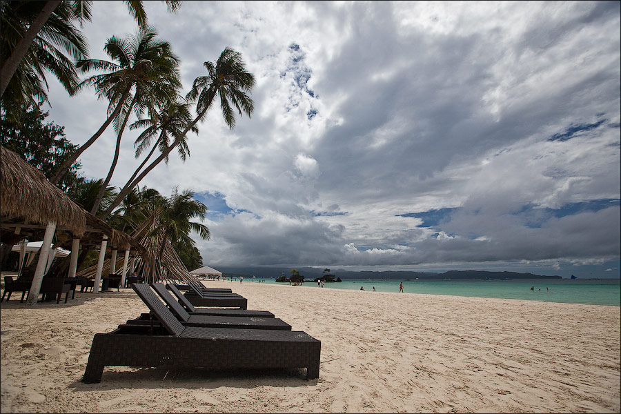 На белом песке Боракая