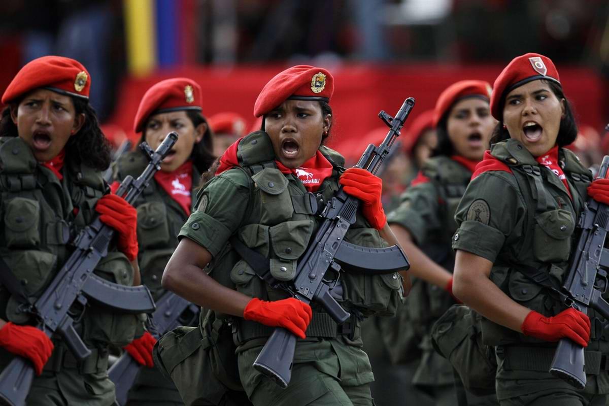 Очень грозная сила: Девушки в армейской униформе (33)