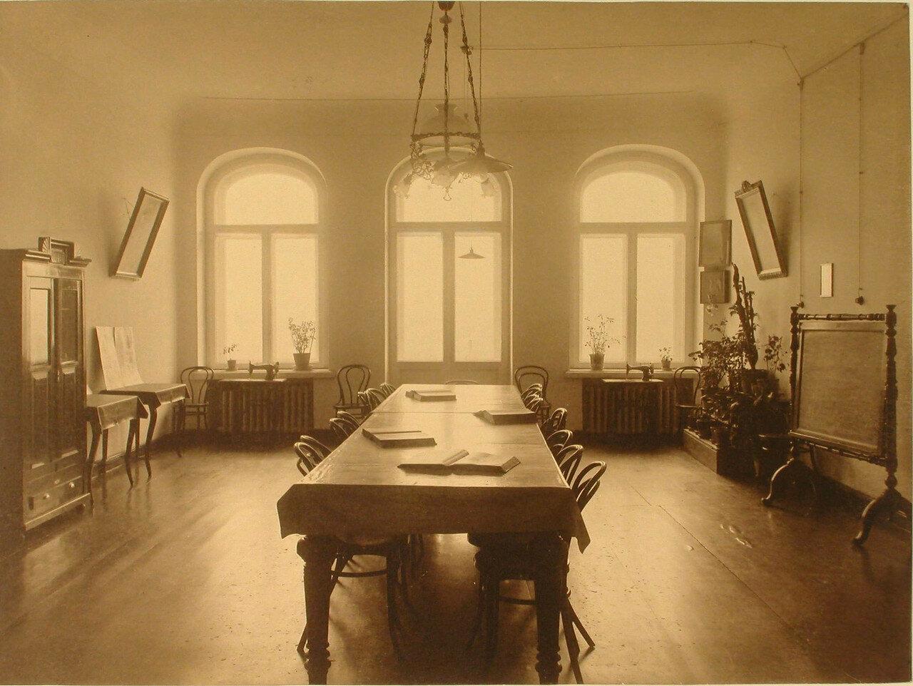 18. Вид части классной комнаты