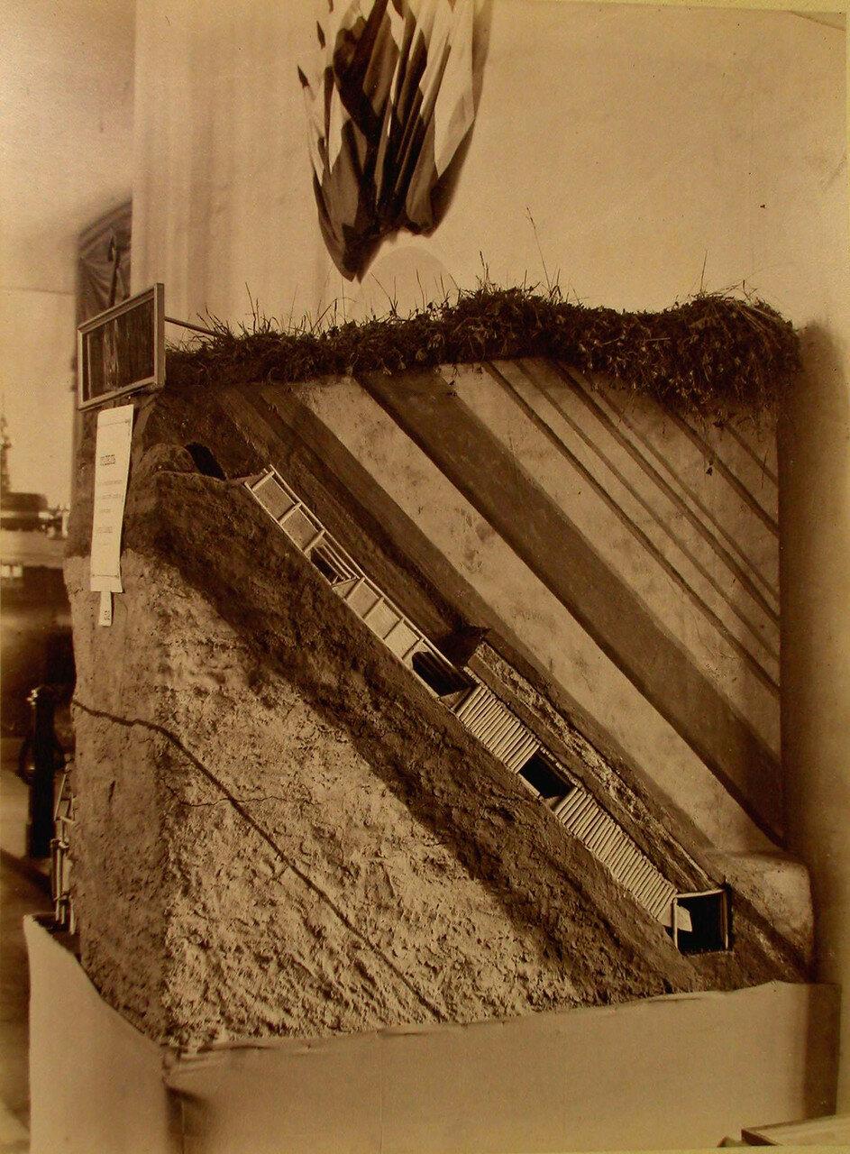 63. Общий вид одного из экспонатов горнозаводского отдела выставки модели инженера Трофимова