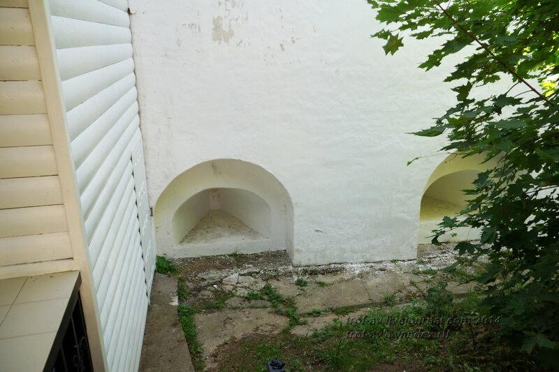Остатки бойниц, Свято-Пафнутиев Боровский монастырь
