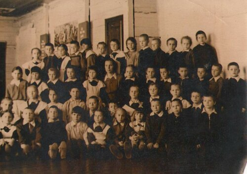 Первый класс Анны Михайловны Державиной-Пискуновой, 1955 год.jpg