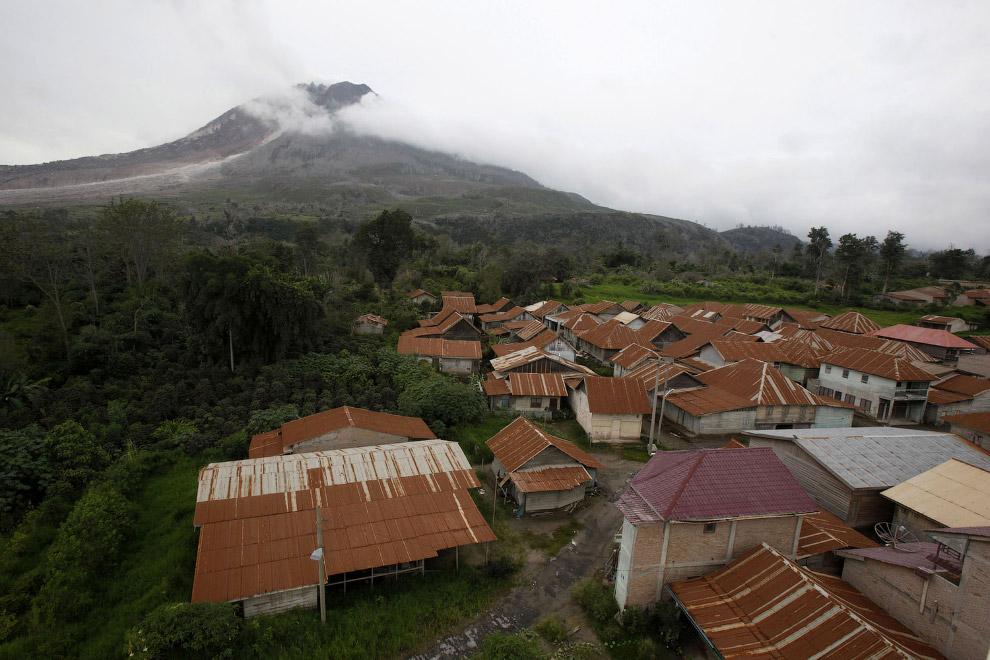 8. Заброшенная деревня Kuta Gugung, 13 ноября 2015. Церковь не спасла это место от разбушевавше