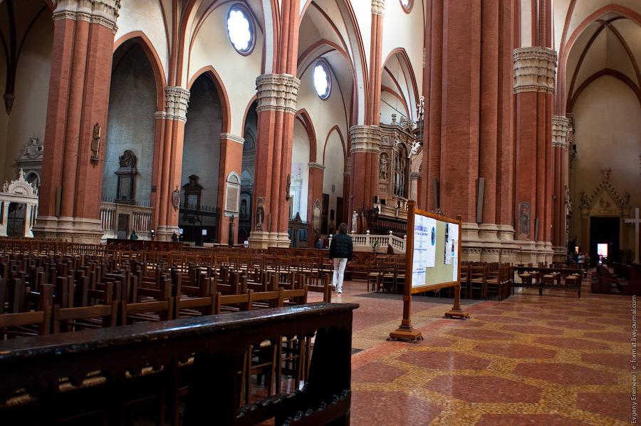 В самом центре города - Базилика ди Сан-Петронио