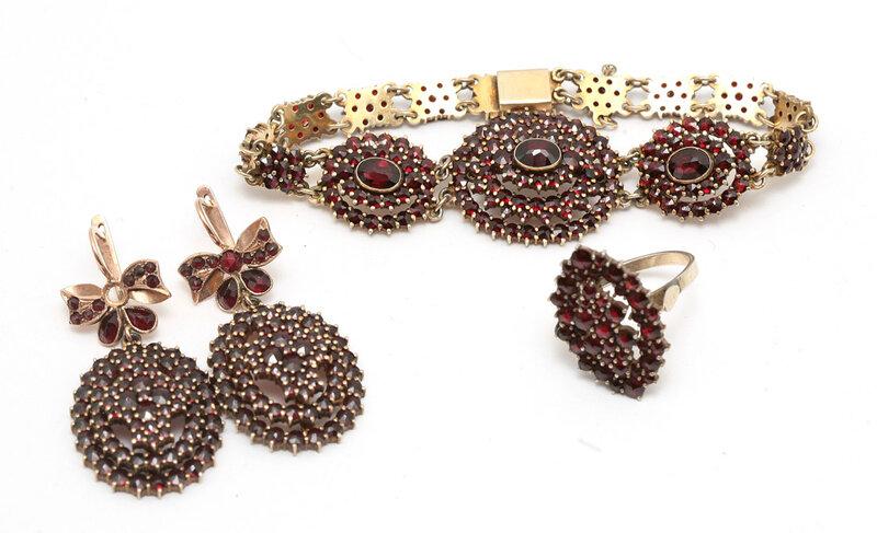Браслет, кольцо и серьги с гранатами. 17000-35000.
