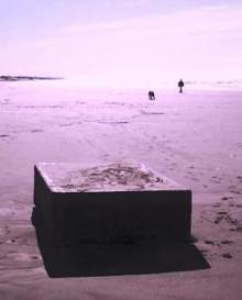 На побережье Орегона обнаружили загадочные металлические коробки