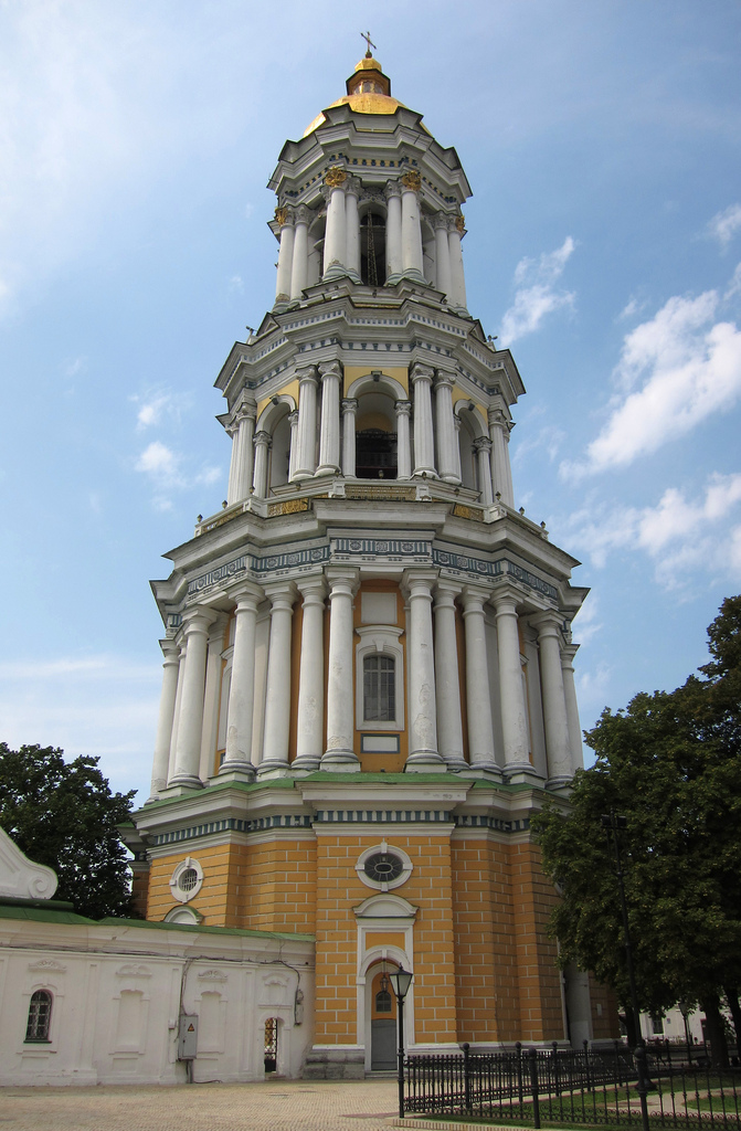Колокольня Киево-Печерской Лавры - высочайшая в православном мире, высотой в 96,5 м.