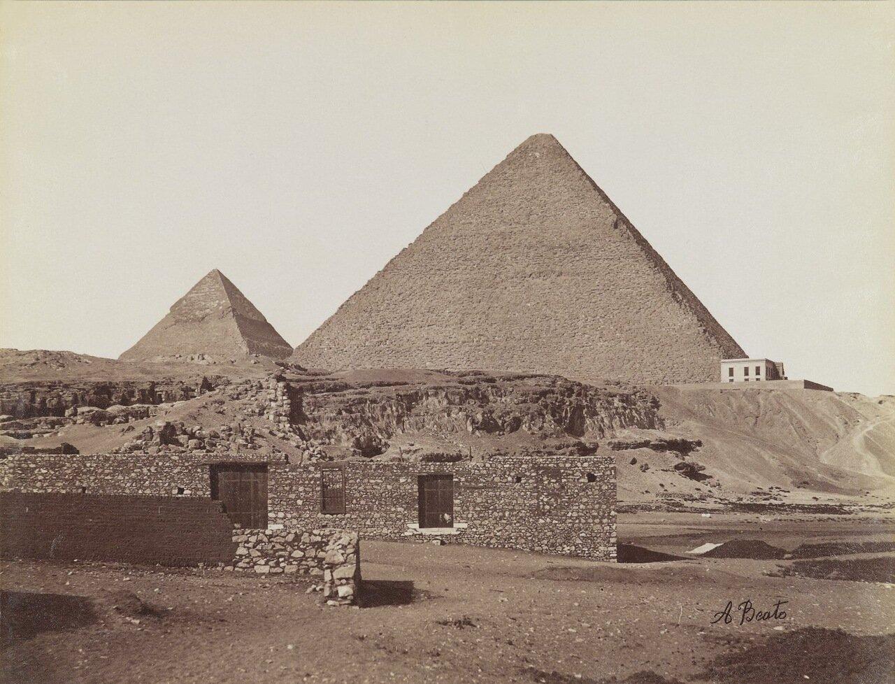 Пирамиды в Гизе (Вид с северо-востока на пирамиды Хефрена и Хеопса)