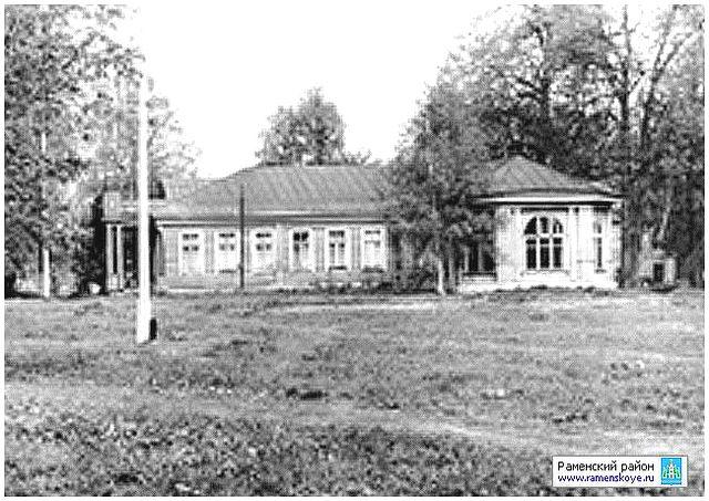 Марьинский санаторный корпус (построен в 40г.) в старой усадьбе порутчицы Свистуновой (бывшей усадьбе Фон-Визиных)