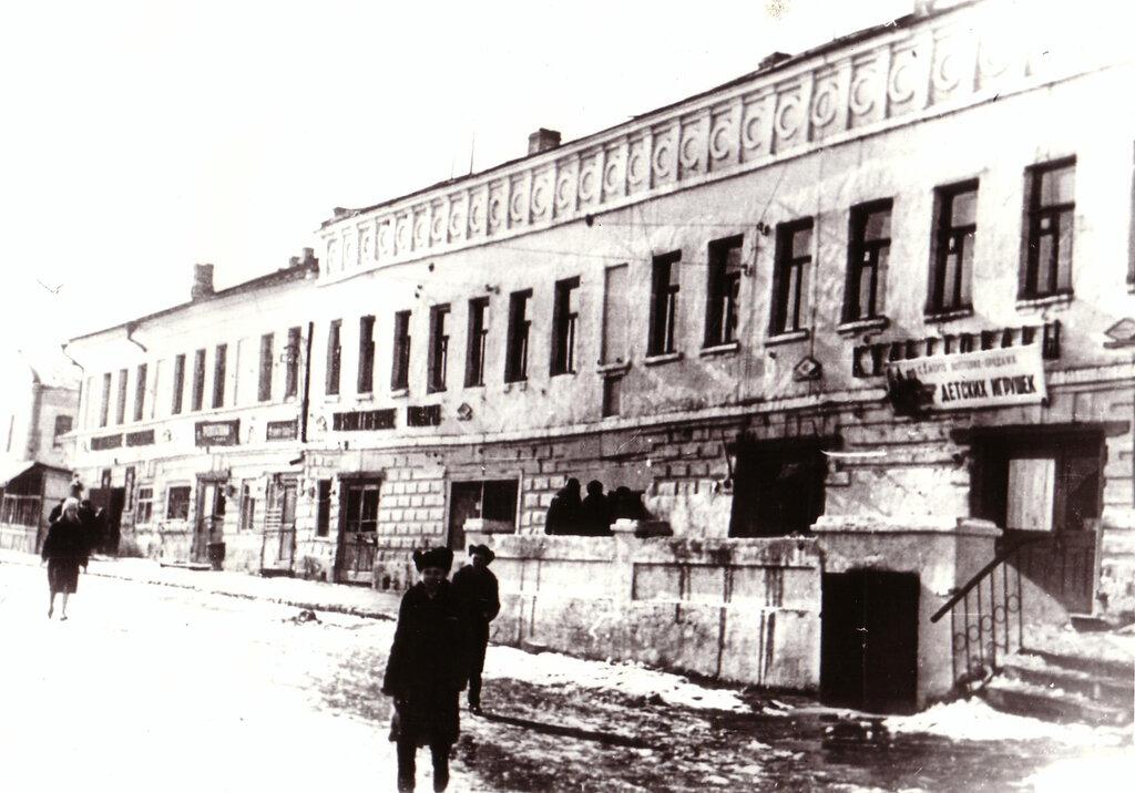Гостиный двор (фасад со стороны вечного огня) 60-е