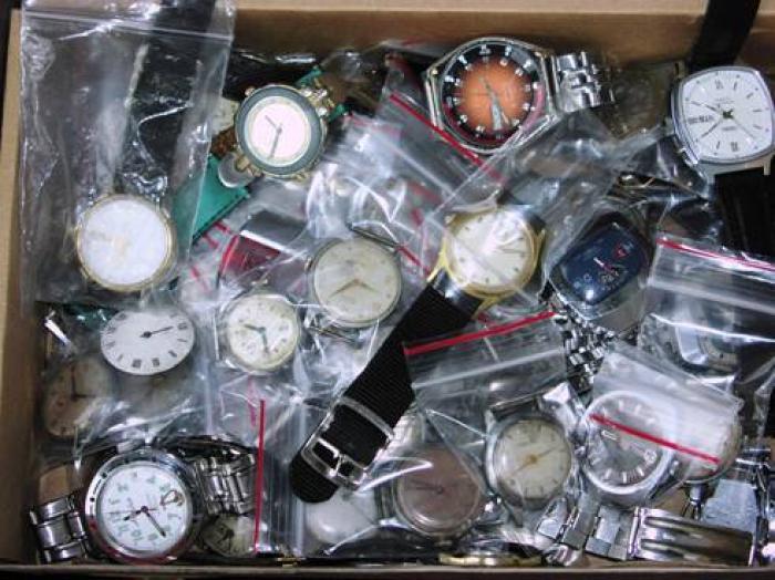 Что можно сделать из старых наручных часов? в. У Жозе Пфау есть друг, владеющий небольшим магазинчиком с часами.