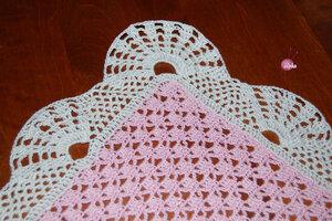 Pembe/Beyaz tığişi bebk battaniyesi