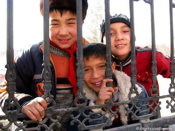 Китай, Синьцзян-Уйгурский автономный район, город Кашгар. Школа в старом городе.