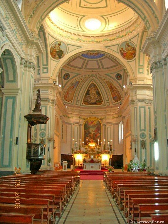 Египет. Александрия. Внутреннее убранство католического костела во имя святой Екатерины.