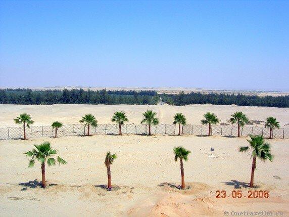 Египет. Вид на Нитрийскую пустыню со стены коптского монастыря Эль-Барамос.