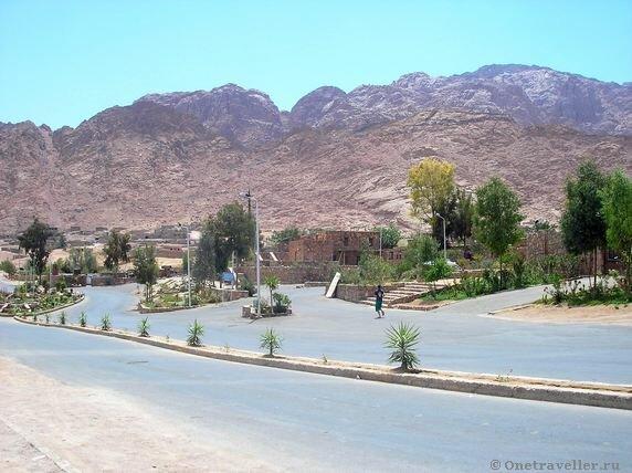 Египет. Бедуинский поселок в 5 км. от монастыря Св. Екатерины