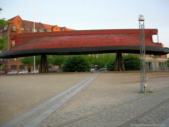 Дания. Копенгаген. Лодка викингов.